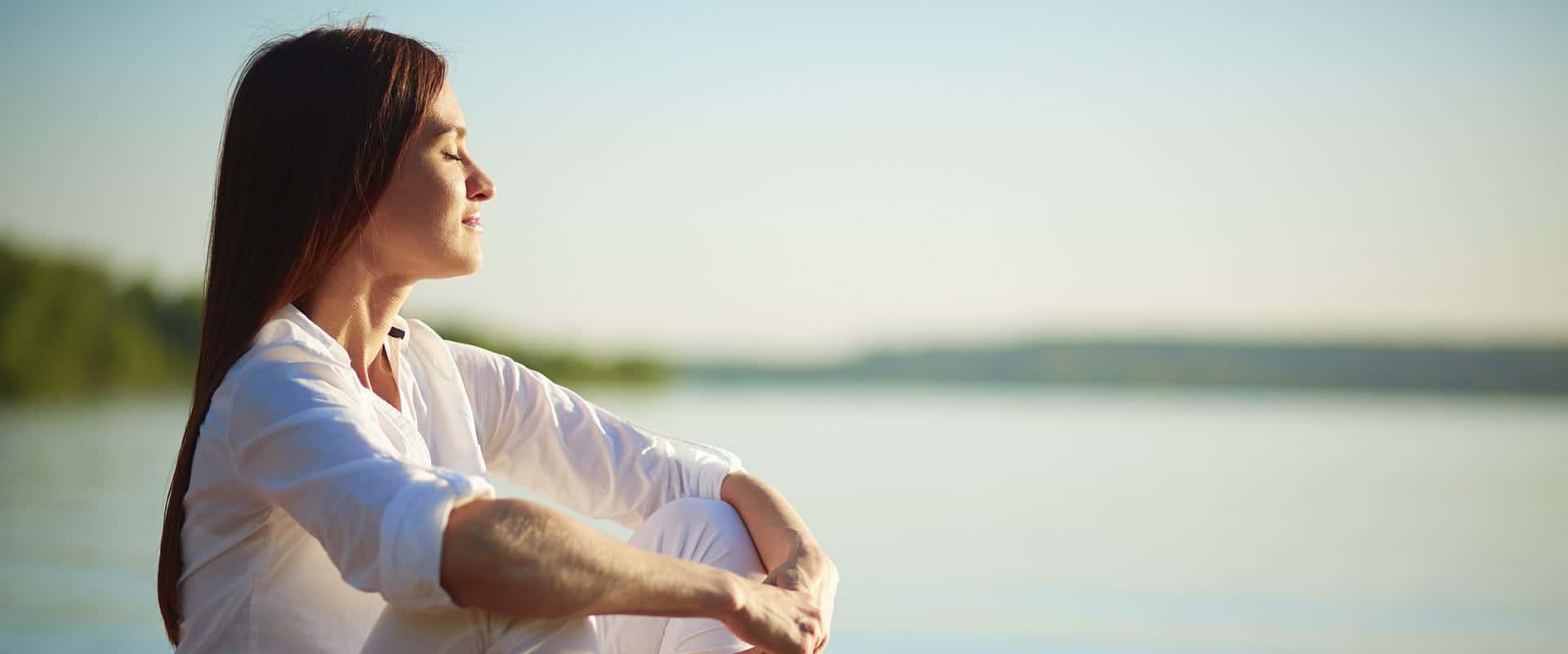 Este junio y julio… ¡Yoga en la playa!